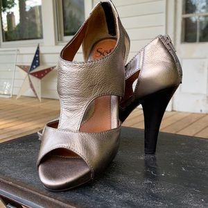Sofft Rose Gold Leather Cut Out Sandals sz 6.5